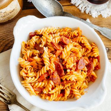 Pasta con chorizo y chile chipotle. Receta fácil de pasta