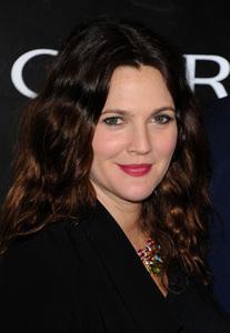 Drew Barrymore también se lanza al mercado y sacará su propia línea de maquillaje