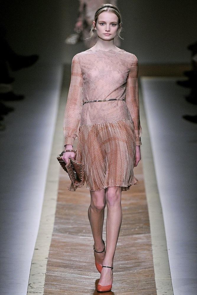 Foto de Valentino Otoño-Invierno 2011/2012 en la Semana de la Moda de París: la moda está triste (20/23)