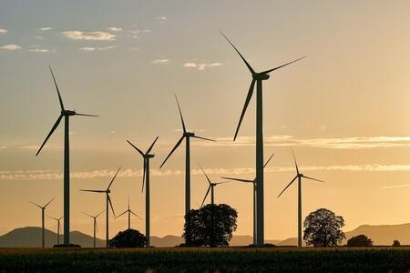 El mundo no está invirtiendo lo suficiente en energías limpias para cubrir las necesidades energéticas del futuro, advierte la AIE