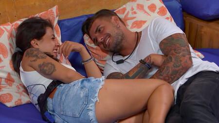 'La Isla de las Tentaciones 3': Lola y Simone hacen saltar la luz de la tentación, pero a ella le preocupa más la reacción de su perro que la de su novio Diego