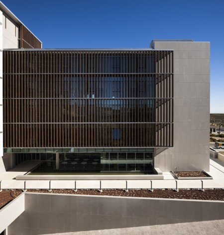 Fachada Edificio Cajamar