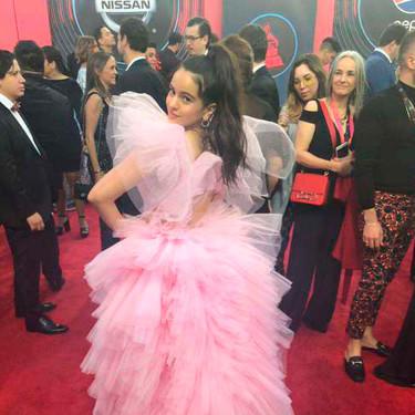 Rosalía luce como si fuera un algodón de azúcar en los Grammy Latinos 2018