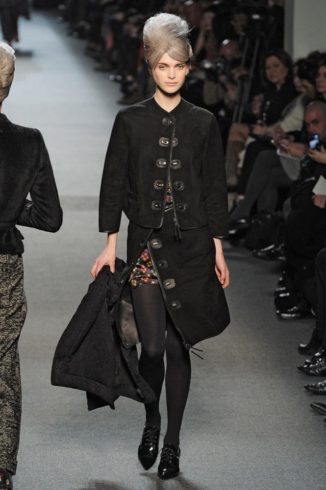 Foto de Jean Paul Gaultier Otoño-Invierno 2011/2012 en la Semana de la Moda de París: el lado sexy del estilo ladylike (20/27)