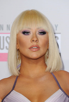 Christina Aguilera, ¡sí! pásate a la melena midi