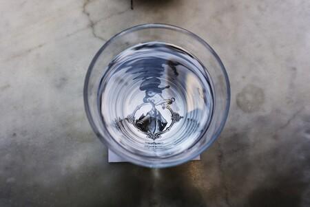 La respuesta a cuántos litros de agua hay que beber diariamente (y cinco trucos para tomar más agua sin darnos cuenta)