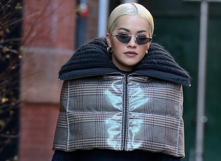 Soy Rita Ora y vengo del futuro: estos dos looks lo demuestran