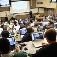 La Universitat de les Illes Balears prohíbe los dispositivos electrónicos (incluso para hacer fotos de la pizarra)