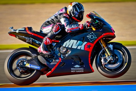 Maverick Viñales debuta en Yamaha liderando los primeros entrenamientos de Valencia
