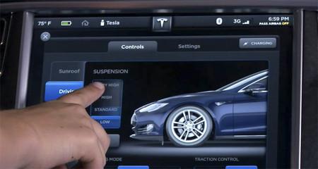 Un vistazo en vídeo a la completa pantalla táctil del Tesla Model S