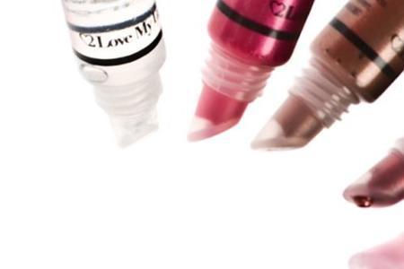 2 Love my Lips, lanza un gloss que detecta drogas en la bebida