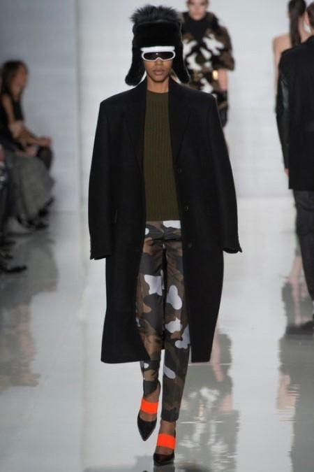 Tendencias de otoño para tus estilismos de verano: la reinvención del camuflaje