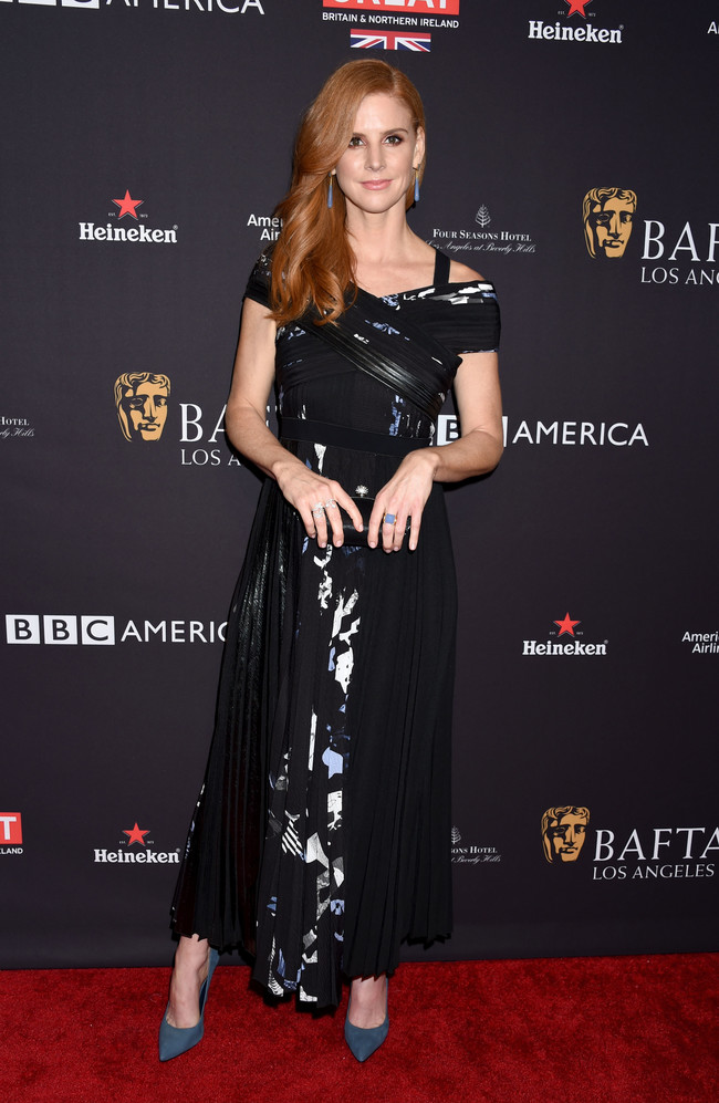 tea party bafta alfombra roja Sarah Rafferty