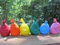 Bolsitas de colores: globos con plastilina para hacer con los niños