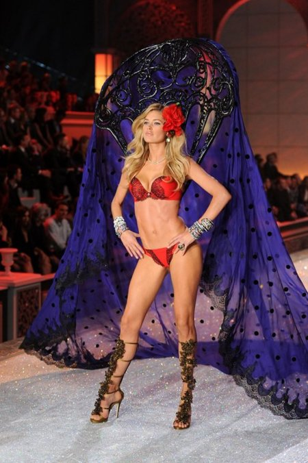 Doutzen Kroes Victorias Secret Fashion Show