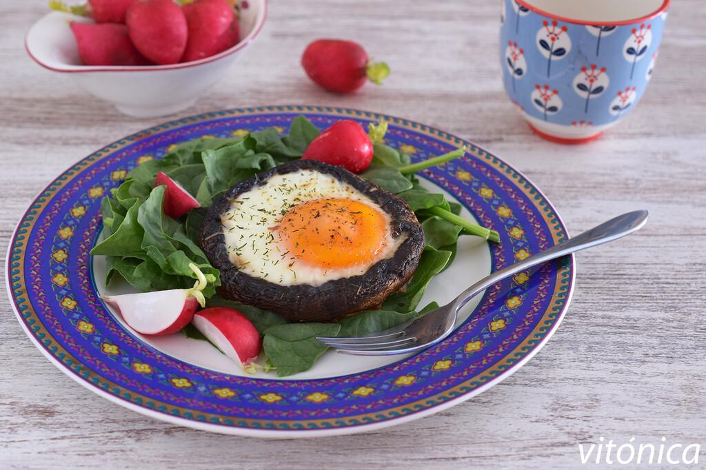 Champiñones portobello rellenos de huevo al horno: receta saludable