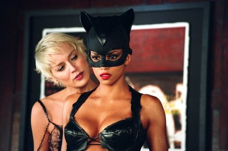 Sharon Stone y Halle Berry en Catwoman