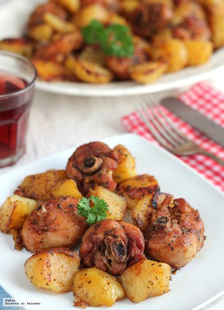 Pollo marinado en adobo casero asado en el horno, receta económica