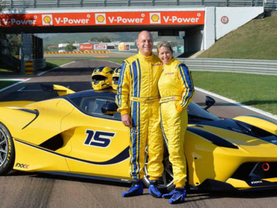 Este directivo de Google sorprende a su mujer... ¡regalándole un Ferrari FXX K!