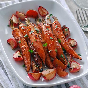 Zanahorias y rabanitos glaseados al horno: receta ligera de guarnición