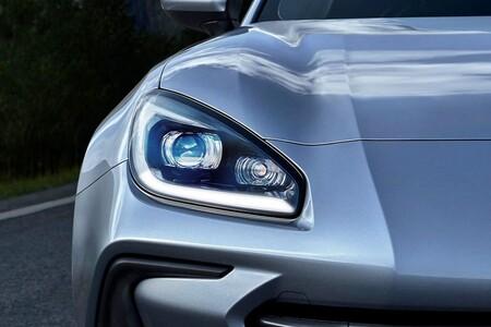 No, no es un Porsche Taycan. Este faro del nuevo Subaru BRZ y un vídeo donde apenas se le ve es todo lo que sabemos sobre él