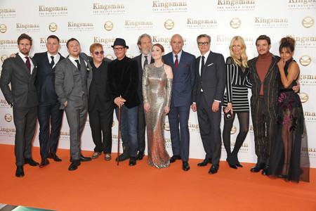 El director (su esposa, Claudia Schiffer) y el reparto de Kingsman 2
