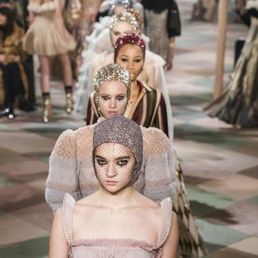 Dior enamora con un desfile de Alta Costura maravilloso inspirado en el circo