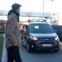 Ford propone usar luces para que los coches autónomos se comuniquen con los peatones