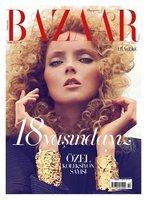 Lily Cole vuelve a escena con un peinado de los 90 en Harper's Bazaar Turquía