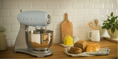 Estilo retro con tecnología de vanguardia en el robot de cocina de Smeg