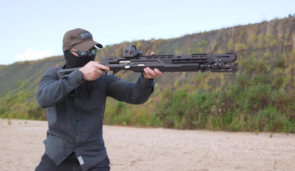 Dispara cartuchos, posee alcoba y se sincroniza con otros gadgets: de este modo es la mas reciente rifle MP-155 Ultima de Kalashnikov