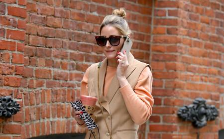 Olivia Palermo nos inspira para lucir un traje en primavera: opta por un chaleco y un pantalón culotte camel
