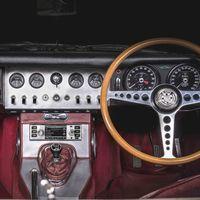 Jaguar-Land Rover marida la tecnología y sus coches clásicos y crea un nuevo sistema de infoentretenimiento