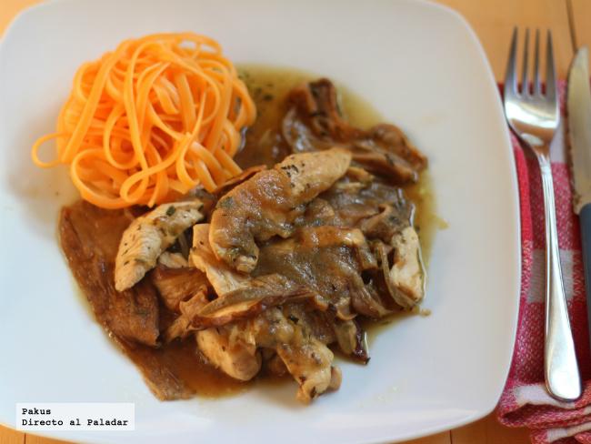 pollo con hongos guisado