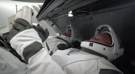 Hemos visto el hito de la Crew Dragon de SpaceX en directo y en alta calidad con un protocolo de los años 70