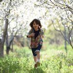 El tiempo en exteriores es mejor para la salud mental de los niños que el tiempo de pantallas