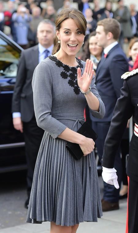 Kate Middleton sobria y elegante para dar la bienvenida al otoño