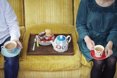 Relojes y flores en la nueva colección para la hora del té de Cath Kidston