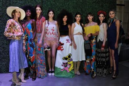 Las propuestas estivales de Alice + Olivia, prendas básicas con un twist a lo Frida Kahlo