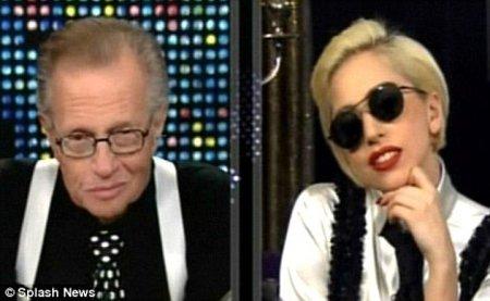 Lady Gaga presenta a Larry King su nuevo vídeo dirigido por Steven Klein. Te lo mostramos.