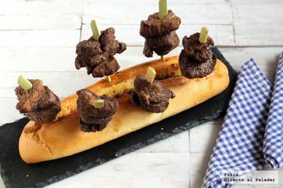 Deliciosos pinchitos de solomillo especiados. Receta de aperitivo