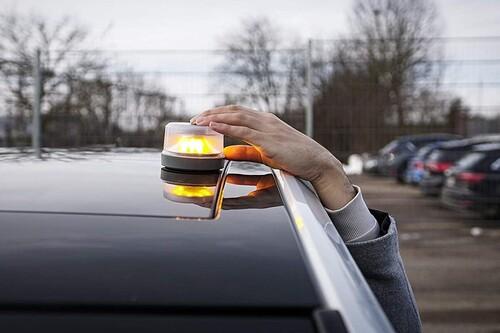 Las mejores luces de emergencia V16 para coche según los comentaristas de Amazon