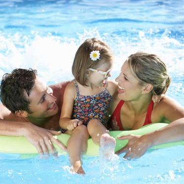 """Los padres españoles sienten culpa por no poder ofrecer a sus hijos las """"vacaciones perfectas"""", según una encuesta"""