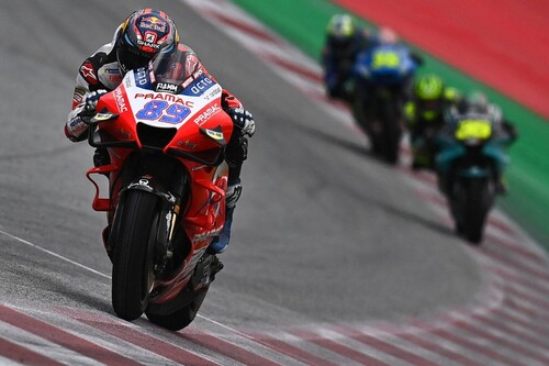 ¡Histórico! Jorge Martín bate a Joan Mir para ganar su primera carrera de MotoGP y accidente de Dani Pedrosa