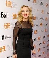 Madonna no sale con jovenzuelos a propósito... ¡Son cosas que pasan!