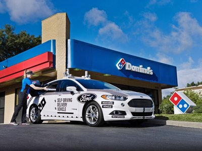 Ford y Domino's Pizza ya han empezado a entregar pizzas a domicilio con autos autónomos