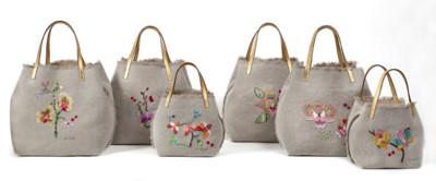 Invasión de flores en el Matryoshka bag de Carolina Herrera