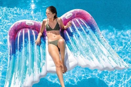 Colchonetas e hinchables originales, desde 11,90 euros en Amazon, para pasar un verano diferente en nuestra piscina