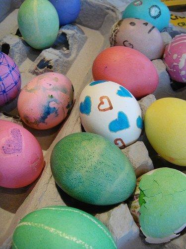 Hoy vamos a pintar huevos de Pascua