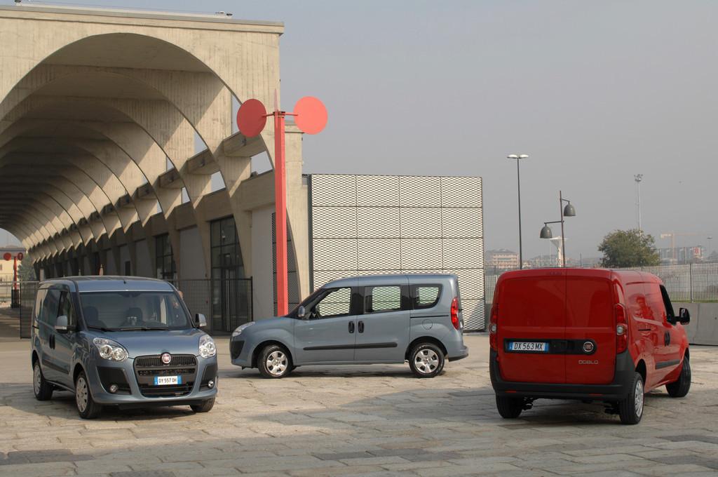 Foto de Fiat Doblò Cargo y Combi (3/32)